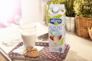 Alpro Fresh Drink Amandel met koekjes low resolution